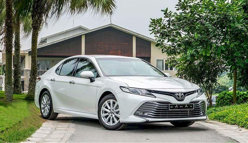 Toyota Camry vẫn dẫn đầu phân khúc với doanh số 376 xe