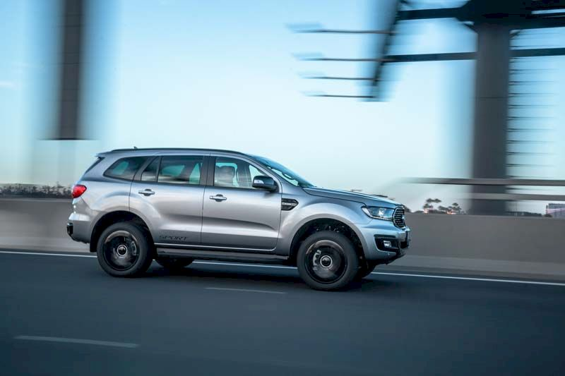 Trong cùng phân khúc Ford Everest đang có mức giảm sâu nhất, trong khi Fortuner có mức giảm 15-25 triệu đồng và Pajero Sport khoảng 40-60 triệu đồng cho tùy từng phiên bản.