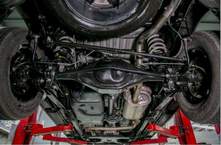 Nissan Navara 2021 sử dụng hệ thống treo sau đa liên kết