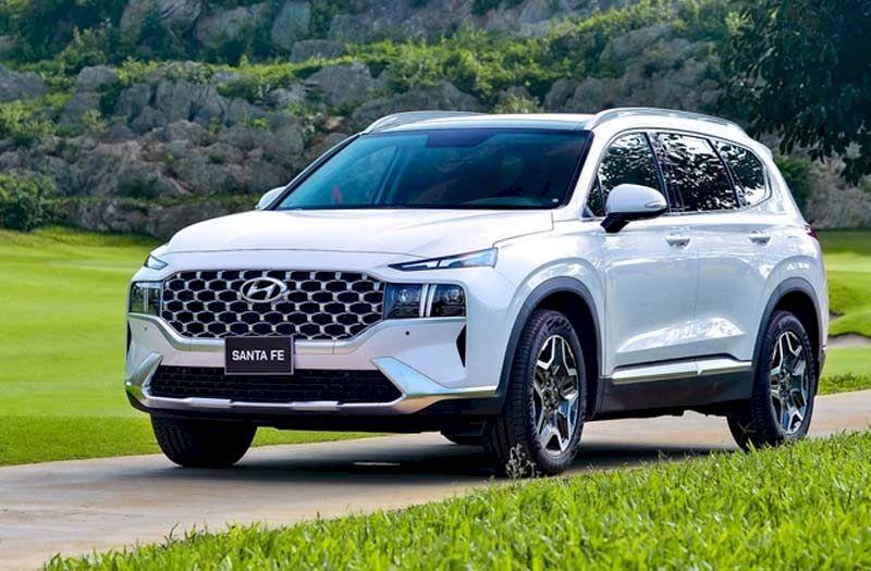 Đứng vở vị trí thứ 1 là Mẫu Hyundai SantaFe với tổng 6.367 xe bán ra trong 7 tháng đầu năm, tính riêng tháng 7 có 912 xe.