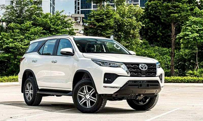 Đứng ở vị trí thứ 3 là mẫu Toyota Fortuner với 3.300 xe bán ra trong 7 tháng đầu năm, tính riêng tháng 7 có 250 xe bán ra